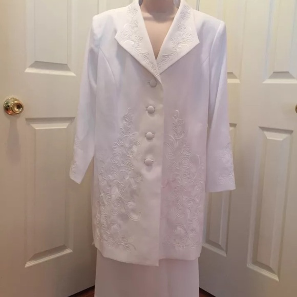 Beautiful white, plus size suit dress-FINAL PRICE NWT